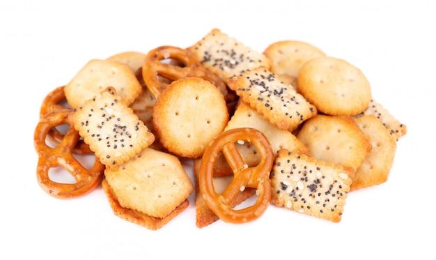 Mix krakersy na białym tle