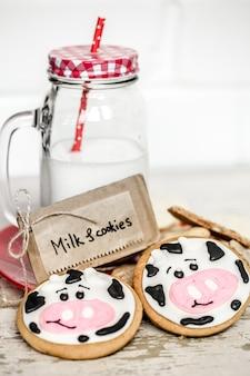 Mleko i ciasteczka dla dzieci
