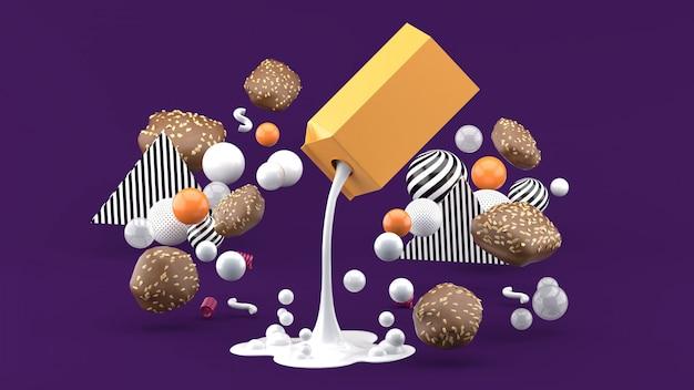Mleko i ciastka wśród kolorowych kulek na fioletowej przestrzeni