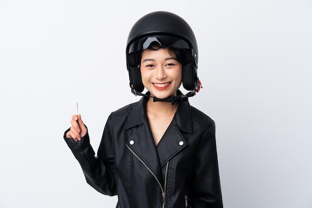 Młoda azjatycka kobieta z hełma motocyklem i kluczem