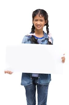 Młoda azjatykcia dziewczyny ręka trzyma białą deskę