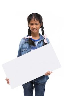 Młoda azjatykcia ręki mienia pustego miejsca deska