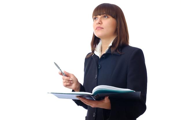 Młoda bizneswoman trzyma dokumenty