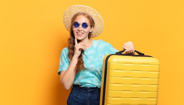 Młoda blond kobieta. wakacje lub koncepcja podróży