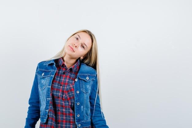 Młoda Blondynka Urocza Kobieta Na Białym Tle Darmowe Zdjęcia