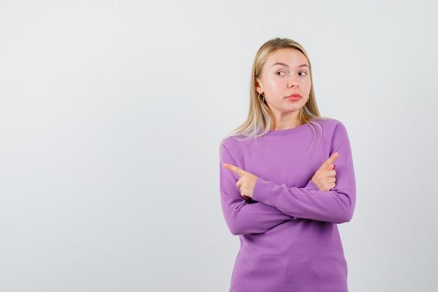 Młoda blondynka w fioletowym swetrze