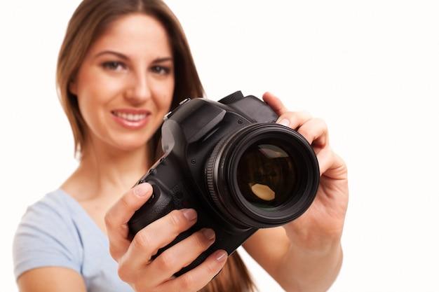 Młoda caucasian kobieta z kamerą