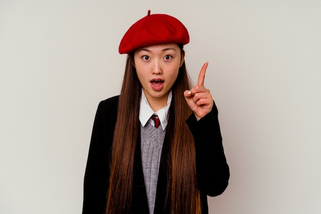 Młoda chinka ubrana w mundurek szkolny o pomysł, koncepcja inspiracji.