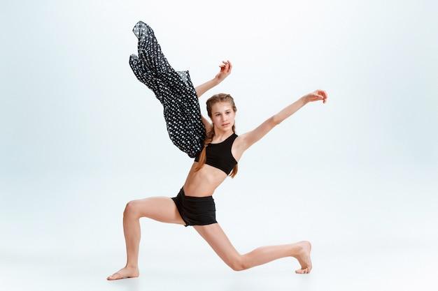 Młoda dziewczyna break dance
