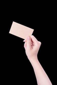 Młoda dziewczyna czysty azji ręka trzyma pustą wizytówkę kraft brązowy