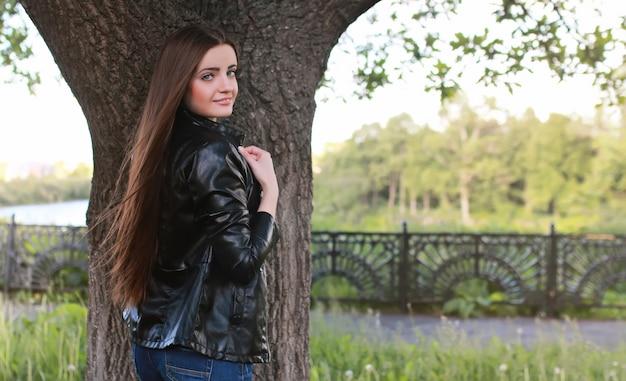Młoda dziewczyna modelka ulicy