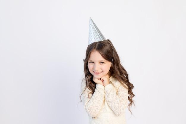 Młoda dziewczyna w swoje urodziny