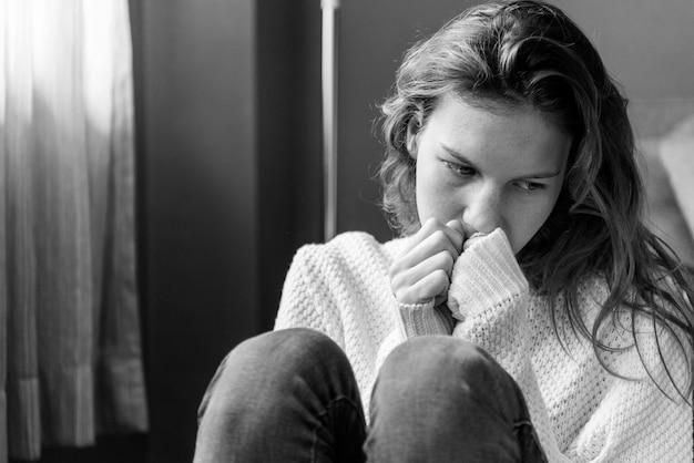 Młoda dziewczyna z chorobą