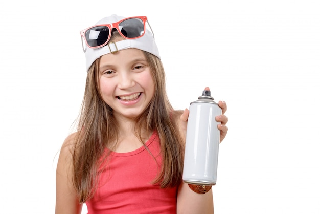 Młoda dziewczyna z sprayem może