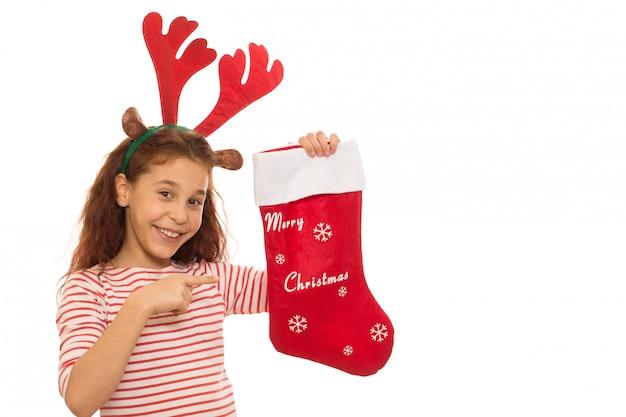 Młoda dziewczyna z świąteczną skarpetą