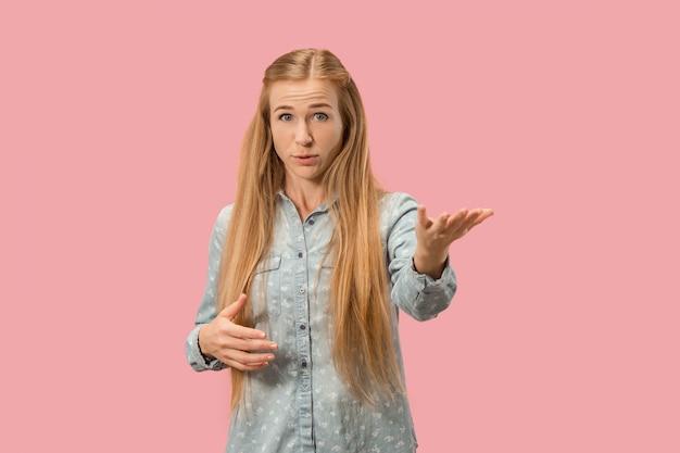 Młoda emocjonalna kobieta zaskoczony