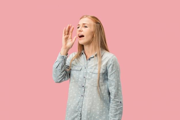 Młoda kobieta dorywczo krzyczeć