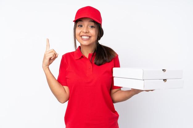 Młoda kobieta dostawy pizza ponad pojedyncze białe ściany skierowane w górę świetny pomysł