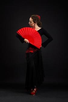 Młoda kobieta hiszpański taniec flamenco