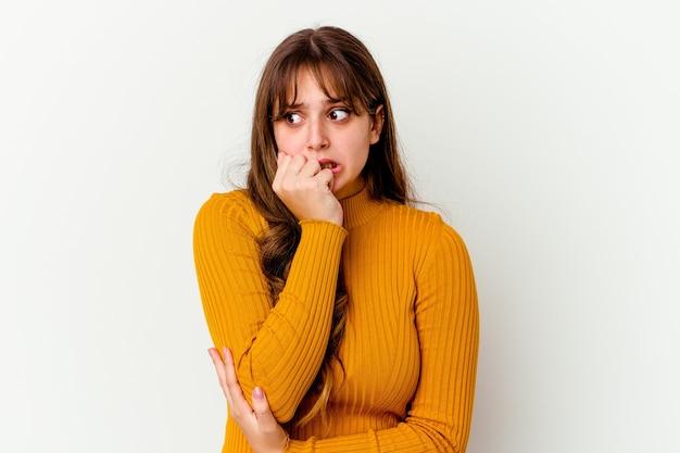 Młoda kobieta kaukaski wyrażania emocji na białym tle