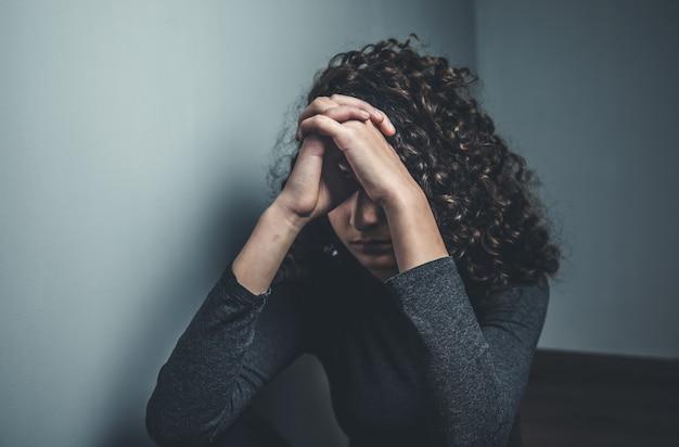 Młoda kobieta modlitwy