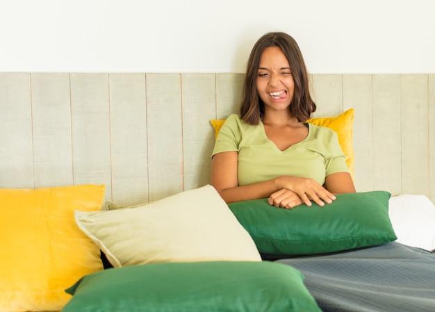 Młoda kobieta odpoczywa