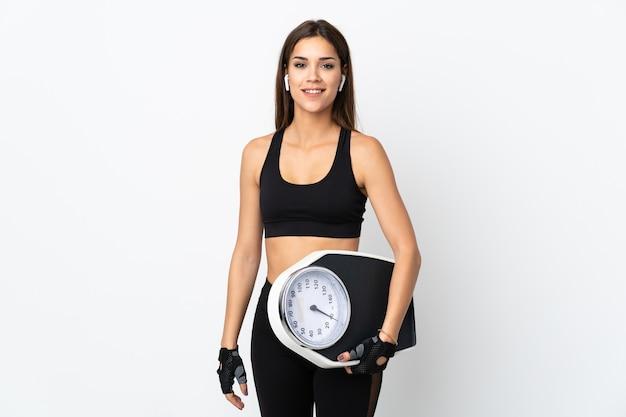 Młoda kobieta sportu z wagą