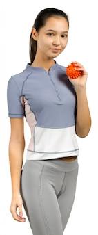 Młoda kobieta z expander odizolowywającym na bielu