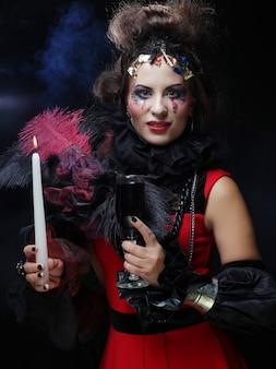 Młoda kobieta z kreatywnych makijaż. motyw halloween.