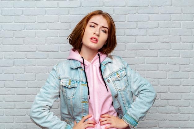 Młoda kobieta zmęczona