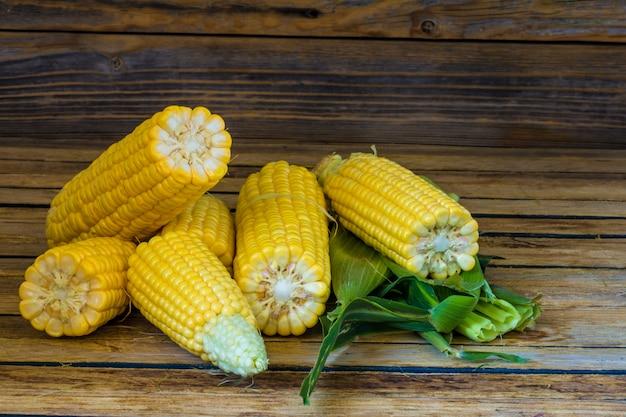 Młoda kukurydza na pięknym