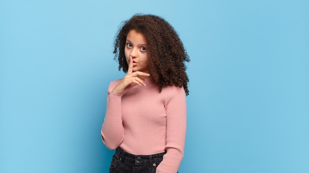 Młoda ładna afro dziewczyna