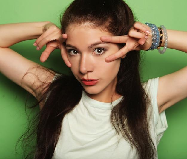 Młoda ładna brunetka