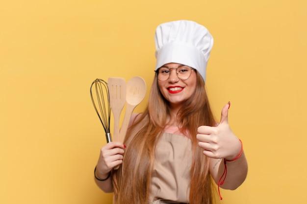 Młoda ładna kobieta. szczęśliwa i zdziwiona koncepcja szefa kuchni