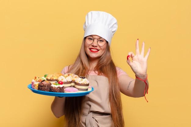 Młoda ładna kobieta. szczęśliwy i zaskoczony wyrażenie piekarz gotowanie koncepcja