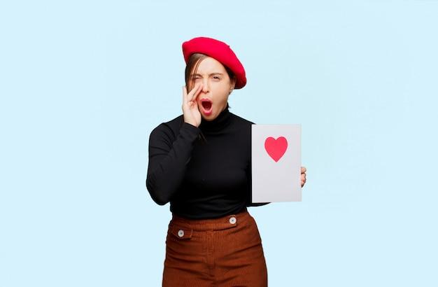 Młoda ładna kobieta wyraża miłości pojęcie dla valentine dnia