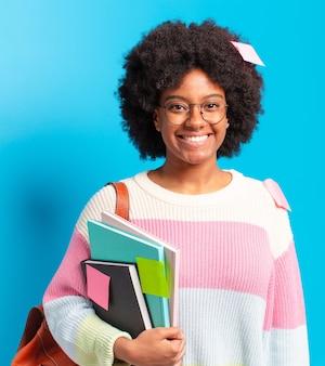 Młoda młoda kobieta student afro