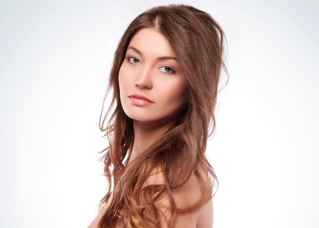 Młoda naturalna i piękna kobieta