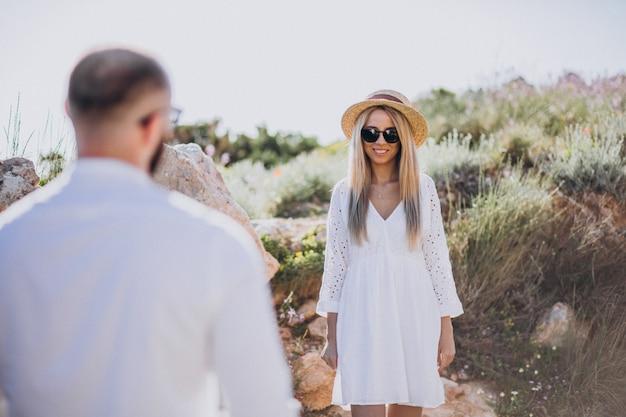 Młoda para na miesiąc miodowy w grecji