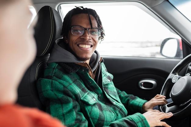 Młoda Para Podróżuje Samochodem Darmowe Zdjęcia