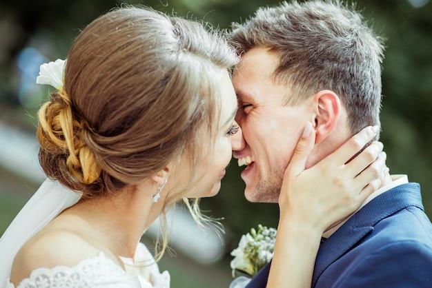 Młoda para ślubna