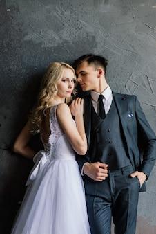 Młoda para w dniu ślubu
