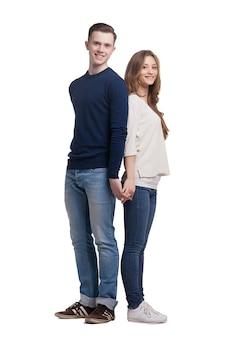 Młoda para zakochana na białym tle