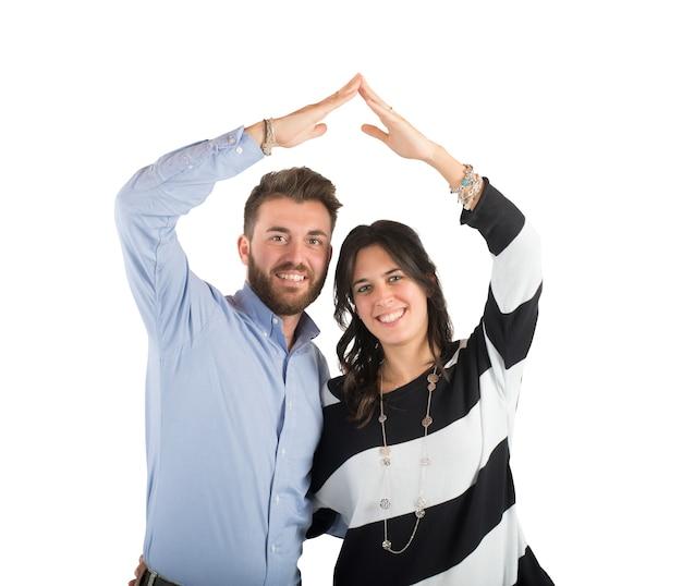 Młoda para zakochanych i domowych projektów