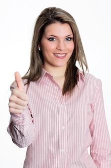 Młoda piękna kobieta w studio wyrażająca sukces