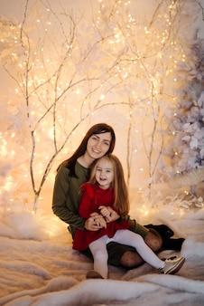 Młoda piękna matka z dzieckiem