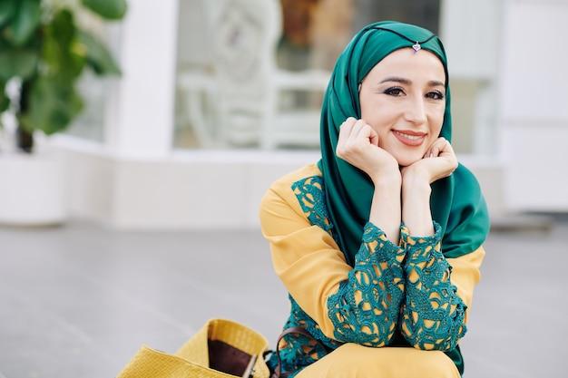 Młoda piękna muzułmańska kobieta