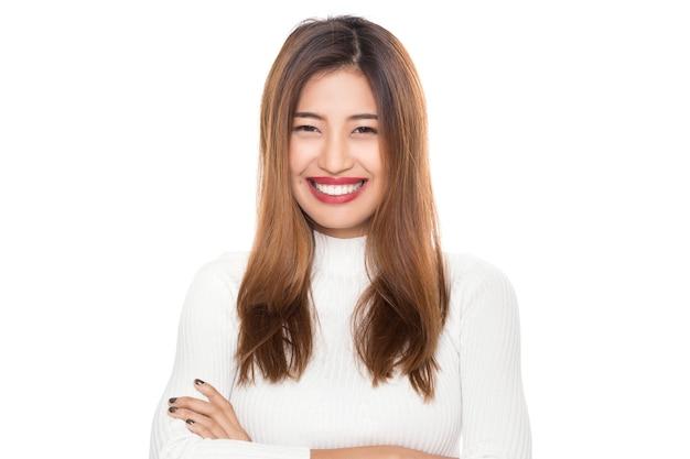 Młoda piękna szczęśliwa zdrowa azjatycka kobieta z buźką odizolowywającą na białym tle.