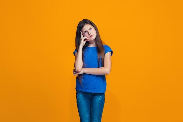 Młoda poważna miło dziewczyna