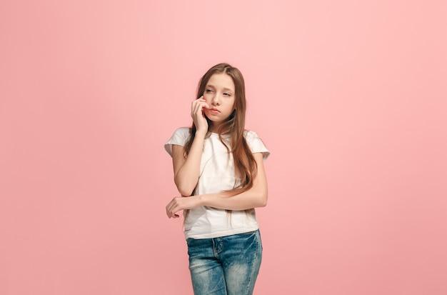 Młoda poważna przemyślana dziewczyna nastolatka koncepcja wątpliwości